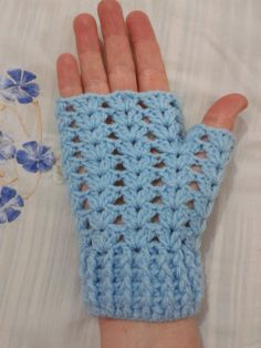 New crochet mittens fingerless gloves wrist warmers Ideas Fingerless Gloves Crochet Pattern, Fingerless Mittens, Crochet Slippers, Knitted Gloves, Crochet Scarves, Crochet Shawl, Knit Crochet, Crochet Stitches, Crochet Patterns