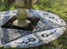 Comment réaliser une calade au jardin, une mosaïque de pierre et de galets, pour agrémenter une terrasse ou une allée.