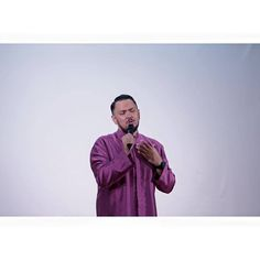 """A girl on Twitter asked if """"Imran Ajmain's songs are all sad because he is often heartbroken"""". Of course I have more songs than just the sad ones that you know. It's just """"kehendak pasaran"""" that most Malay songs that do well are the sad ones both you and I know it. I could sing """"Firework"""" but you wouldn't enjoy it as much. Right?"""