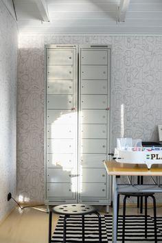 Peltikaapit lastenhuoneessa. Steel closet cabinet in kids' room. Kids Room, Vanity, Steel, Cabinet, Mirror, Closet, Furniture, Home Decor, Dressing Tables