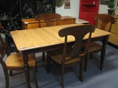 SOLID WOOD TABLE/LEAF/4 CHAIRS $350