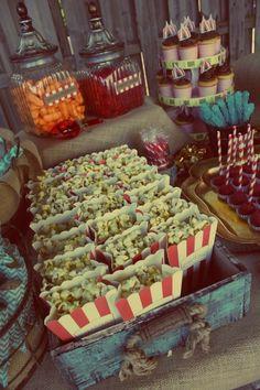Popcorn wooden crate - Vintage Circus