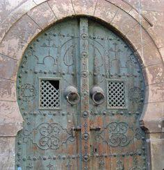 Dos representaciones del Sello de Salomón en la puerta de una mezquita en Túnez
