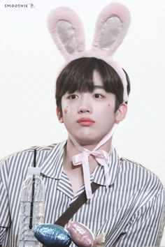 """smoothie° on Twitter: """"190831 HD #김요한 #요한 #X1 #엑스원… """" Miss You Guys, Fan Signs, Quantum Leap, Daily Pictures, Flower Boys, 3 In One, Kpop Boy, Goblin, News Songs"""