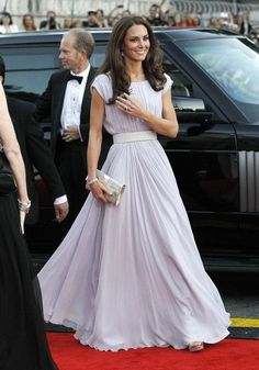 What I love about Kate is that she is ALWAYS classy, never trashy!  She proves that you can be beautiful and stylish without showing too much skin.