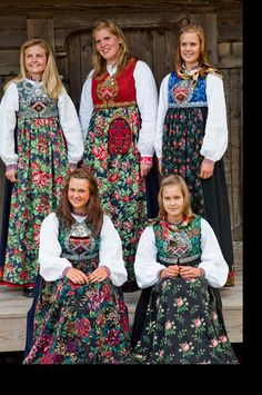 Indulgy - Everyone deserves a perfect world! Folk Clothing, Historical Clothing, Folk Fashion, Ethnic Fashion, Folk Costume, Costumes, Norwegian Vikings, Alaska, Scandinavian Style