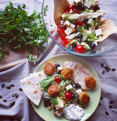 """Lucia Gaborova on Instagram: """"Trvalo mi nejaký čas a stálo ma to zopár nevydarených pokusov, kým som doviedla svoj #falafel k dokonalosti. Rada vám svoje tajné triky…"""" Falafel, Tacos, Mexican, Ethnic Recipes, Instagram, Food, Essen, Falafels, Meals"""