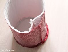 tutorial cestini step 4 Quilt Block Patterns, Pattern Blocks, Quilt Blocks, Toy Storage Boxes, Craft Storage, Cardboard Crafts, Fabric Crafts, Diy Pencil Case, Baby Bedding Sets