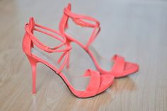 Sexy Sandals, Strappy Heels, High Heels, Stilettos, Studded Heels, Pumps, Coral Fashion, Fashion Shoes, Fashion Drug