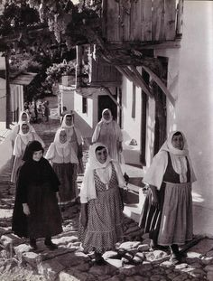 women in traditional celebrations in skopoulos Greece Photography, History Of Photography, Old Greek, Greek Art, Greek Traditional Dress, Skiathos, Greece Wedding, Athens Greece, Greece Travel