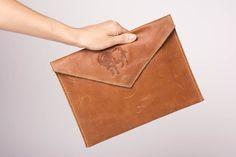 Clutch cartera de mano artesanal de cuero bolso de sobre accesorio de mujer: Amazon.es: Hogar