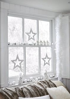 Easy Decorating Ideas for Christmas with a Nordic Twist — Heart Home More white christmas Christmas Interiors, Christmas Room, Noel Christmas, Christmas Themes, Christmas Vacation, Christmas Decorations For Windows, Ideas For Christmas, Decorating For Christmas, Christmas Ornaments