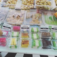 Discovered a kuih-muih shop at Wangsamaju thanks to @sekupang replying my Twitter inquiry this morning. Quite cool to have a shop called geraikuih.com - works wonders when searching it on Waze. Thanks Raimi!