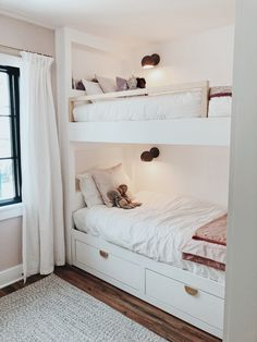 Built in bunk bed diy using ikea bed Small Bunk Beds, Girls Bunk Beds, Bunk Beds Built In, Build In Bunk Beds, Corner Bunk Beds, Boy And Girl Shared Room, Shared Boys Rooms, Girl Room, Ikea Bunk Bed Hack