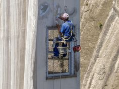 https://flic.kr/p/FETxst | Nas Alturas! | Fazendo a manutenção no 12° andar.  _______________________________________________  On the heights!  Doing the maintenance at the 12th floor.  _______________________________________________  Buy my photos at / Compre minhas fotos na Getty Images  To direct contact me / Para me contactar diretamente: lmsmartins@msn.com