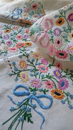 VINTAGE HAND EMBROIDERED  IRISH LINEN TABLECLOTH ~ DAISY FORGET ME NOTS | Antiques, Fabric/Textiles, Linens | eBay!