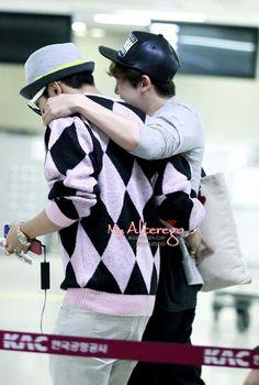 Nichkhun and Jun.K 2PM at Gimpo airport heading to Japan cr.danjisoo -150518-