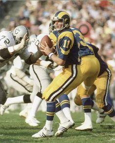1977 Raiders at Rams Football Stuff, Nfl Football, American Football, Football Helmets, La Rams, Nfl History, Football Conference, Raiders, St Louis