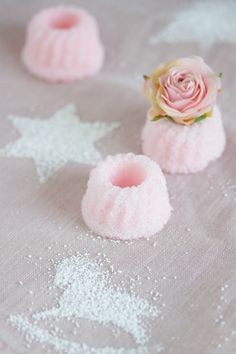 Image discovered by frannieredman. Cupcake Rosa, Pink Sweets, Petit Cake, Unicorn Foods, Rainbow Food, Pink Foods, Creative Desserts, Sugar Cubes, Baking Cupcakes