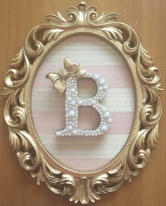 Quadro moldura oval arabescos Diy Letters, Wooden Letters, Girl Nursery, Girl Room, Decoration Buffet, Baby Frame, Princess Room, Button Art, Box Frames