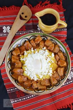 Tochitura dobrogeana - CAIETUL CU RETETE Romanian Food Traditional, I Foods, Waffles, Food And Drink, Cooking Recipes, Dinner, Breakfast, Desserts, Romanian Recipes