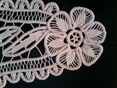 Doily Romanian Point Lace ECRU Beige Tri-Floral por ValeriasShop