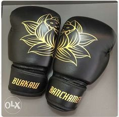 Muay Thai gear View Buakaw Banchamek Premium Leather Muay Thai Boxing Gloves Velcro for sale in Quezon City on OLX Philippines. Or find more Brand New Buakaw Banchamek Premium Leather Muay Thai Boxing Gloves Velcro at affordable prices. Home Boxing Workout, Kickboxing Workout, Gym Workouts, Boxing Training Gloves, Boxing Gloves, Boxing Wraps, Kick Boxing, Buakaw Banchamek, Muay Thai Gym