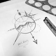 inspiration tatouage les montagne et toujours des formes géométriques qui rappel la boussole