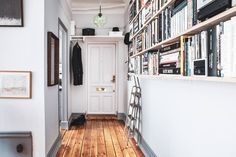 A warm wooden floor and a moody bedroom in a lovely Scandinavian apartment Scandinavian Loft, Scandinavian Apartment, Stockholm Apartment, Dark Blue Walls, Home Decor Inspiration, Interior Styling, House Design, Warm, Entrance Ways