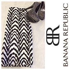 Pencil Skirt Beautiful black and white chevron design pencil skirt. Lined, zipper with hook/eye closure in back. Cotton/spandex blend. Flawless, like new condition. From a pet/smoke free home. Banana Republic Skirts Pencil