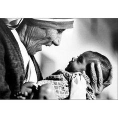 Photo: Eddie Adams, Mother Teresa cradling an armless baby at an orphanage