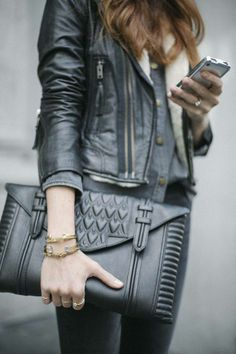 We love bags, we've got to admit it... and we're currently thinking about this gorgeous black clutch! www.hiphunters.com