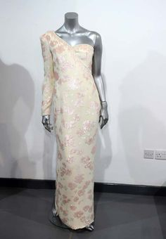 Two of Princess Dianas dresses to be displayed at Kensington Palace - Photo 1 | Celebrity news in hellomagazine.com
