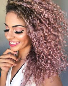 100 hairstyles for naturally curly hair to rock this summer - Hairstyles Trends Dyed Curly Hair, Curly Hair With Bangs, Colored Curly Hair, Short Curly Hair, Hairstyles With Bangs, Curly Hair Styles, Natural Hair Styles, 80s Hairstyles, Hairstyles Pictures