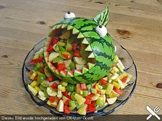 Best 10 Getting Creative with Fruits and Vegetable - Food Carving Ideas Watermelon Hacks, Watermelon Fruit Salad, Watermelon Basket, Watermelon Carving Easy, Thanksgiving Fruit, Crudite, Food Carving, Vegetable Carving, Colorful Fruit