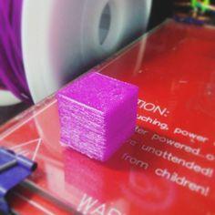 오랜만에 출력. 久しぶりに出力Bad quality... #3dprinting #3dprinter #reprap #cura #3d #print #prusa #pla #arduino #20 #mm #box #3d프린터 #아두이노 #내써팝 #박스 #purple #dプリンター by icaynia