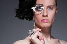 Half-drag, fotos de travestis maquiados pela metade   MADMAG