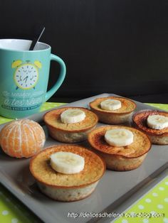 Weight watcher recipes 668292032180219263 - Muffins bananes & flocons d'avoine Source by evelynegloanec Zucchini Muffins, Moist Zucchini Bread, Vegan Zucchini Recipes, Healthy Bread Recipes, Best Crockpot Recipes, Baking Recipes, Healthy Zucchini, Cake Recipes, Cake Mix Banana Bread
