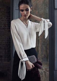Tie sleeve White blouse with beautiful sleeve detail Blouse Styles, Blouse Designs, Fashion Details, Fashion Trends, Fashion Design, White Shirts, Mode Inspiration, Pulls, Style Me