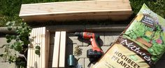 Build the planter yourself - Modern Pallet Lounge, Garden Seating, Balcony Garden, Raised Beds, Pallet Ideas, Woodworking Shop, Garden Landscaping, Outdoor Living, Diy And Crafts