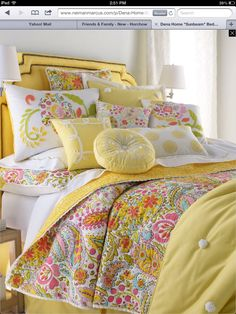 Cheerful bedroom !