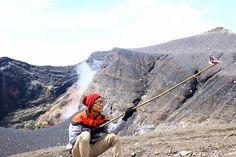 Gunung Marapi adalah gunung berapi yang terletak di Sumatera Barat. Gunung ini tergolong gunung yang paling aktif di Sumatera karena sudah meletus lebih dari 50 kali sejak akhir abad 18. Gunung ini memiliki ketinggian yang mencapai 2.891 mdpl.Tangal 18 Juli 2015 pukul 06.00 wib saya bersama dua rekan saya berangkat dari duri Riau Menuju bukittinggi …