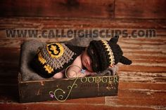 Baby Batman Crochet Patterns - this is awesome! Baby Batman, Batman Robin, Batman Cape, Baby Superhero, Cool Baby, Batman Crochet, Batman And Robin Costumes, Cute Kids, Cute Babies