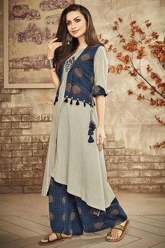 Designer suits - Picture of Grey and blue designer suit Pakistani Dresses Casual, Pakistani Dress Design, Kurta Designs Women, Blouse Designs, Styles Blouse, Stylish Dresses, Casual Dresses, Hijab Stile, Kurta Neck Design