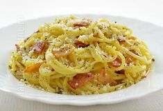 Spaghete carbonara pas cu pas – reteta video via @JamilaCuisine Pasta Recipes, Cooking Recipes, Healthy Recipes, Pasta Carbonara, Romanian Food, Romanian Recipes, Penne, Bacon, Good Food
