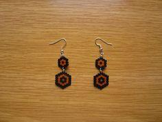 Pendientes hexagono negro ynaranja hama beads by Ursula