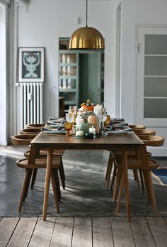 11 Simple Thanksgiving Table Decor Ideas – Homey Oh My - Thanksgiving Design Dining Room Design, Dining Room Chairs, Dining Tables, Dining Area, Dining Room Inspiration, Cheap Home Decor, Kitchen Decor, Kitchen Ideas, Thanksgiving Table