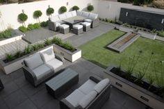 An elegant modern garden modern garden by robert hughes garden design is part of Rooftop garden Plans - Here you will find photos of interior design ideas Get inspired! Small Backyard Gardens, Backyard Garden Design, Modern Backyard, Rooftop Garden, Modern Landscaping, Backyard Landscaping, Garden Modern, Modern Porch, Tropical Backyard