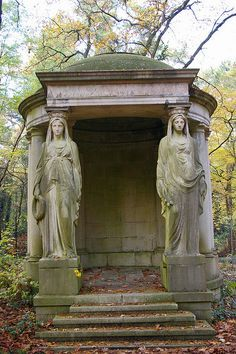 dansemacabre-: by phoenixesrose Cemetery Monuments, Cemetery Statues, Cemetery Art, Angel Statues, Old Cemeteries, Graveyards, Le Palais, Parcs, Architecture Details