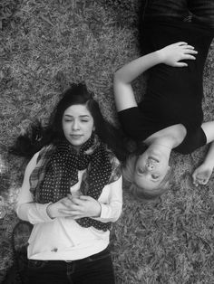 Cute ideas for a best friend photoshoot. #bestfriends #photoshoot #ideas #photography #bestfriend #blackandwhite